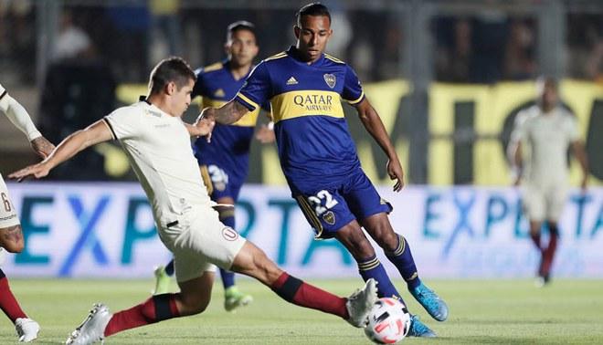 Aldo Corzo enfrenta a Sebastián Villa en el U vs Boca.