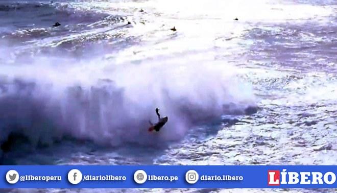 Ola gigante dejó inconsciente a surfista en pleno torneo mundial. Créditos: captura de pantalla.