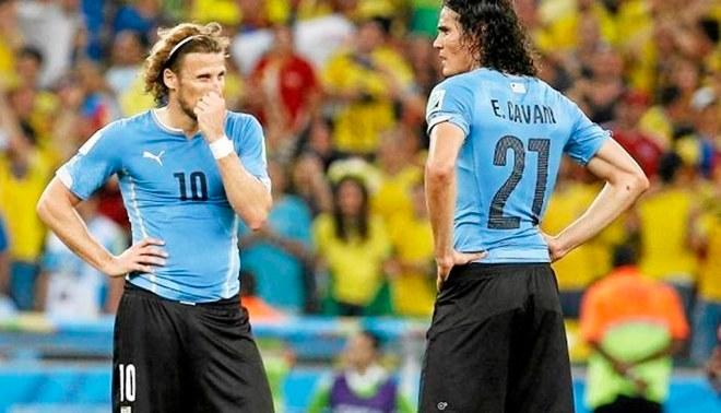 Edinson Cavani y Diego Forlán   FOTO: EFE