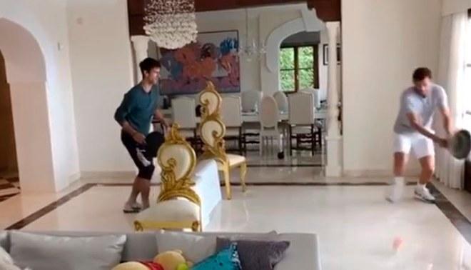 ¡Con sartenes y sillas! el peculiar entrenamiento de Novak Djokovic [VIDEO]