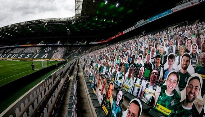 Borussia Mönchengladbach sorprendió al llenar sus tribunas con hinchas de cartón FOTO: Bundesliga