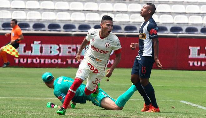 Raúl Ruidíaz celebra un gol con Universitario ante Alianza Lima.