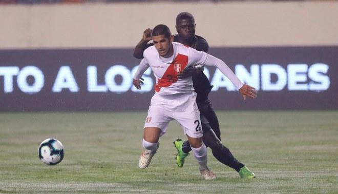 Luis Abram durante un amistoso Perú vs Costa Rica en el Monumental.