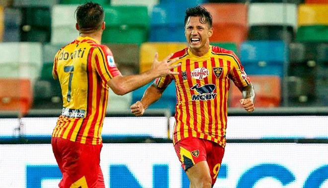 Gianluca Lapadula celebra su gol triunfal con Lecce ante Udinese (EFE).