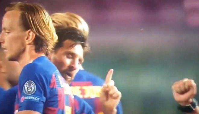 Lionel Messi le negó el saludo al árbitro Cuneyt Cakir tras su gol anulado. Foto: Captura