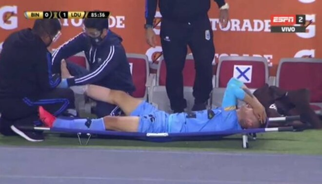 Jean Deza sufrió una dura lesión en su tobillo y se espera una evaluación médica para determinar su gravedad | Foto: Captura.