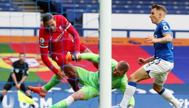 Alerta en Liverpool: temen que Virgil Van Dijk se pierda el inicio de la Champions League (Reuters)