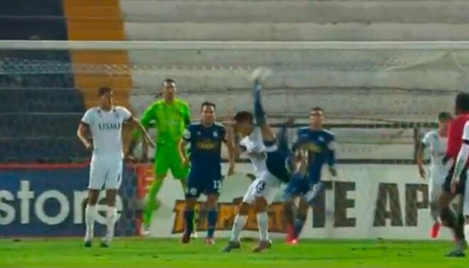 Jorge Cazulo define de chalaca en el Sporting Cristal vs San Martín (Captura Gol Perú).