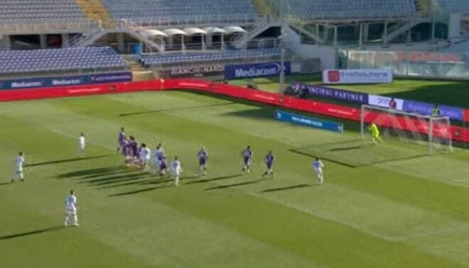 Lapadula casi anota golazo de tiro libre en victoria del Benevento. Créditos: captura de pantalla.