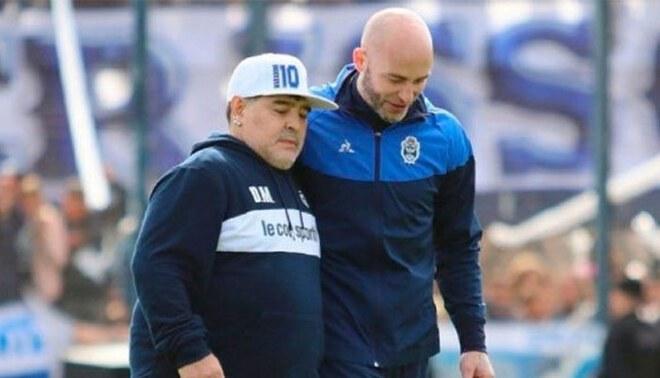Diego Maradona: Sebastián Méndez renunció al cargo de técnico de Gimnasia