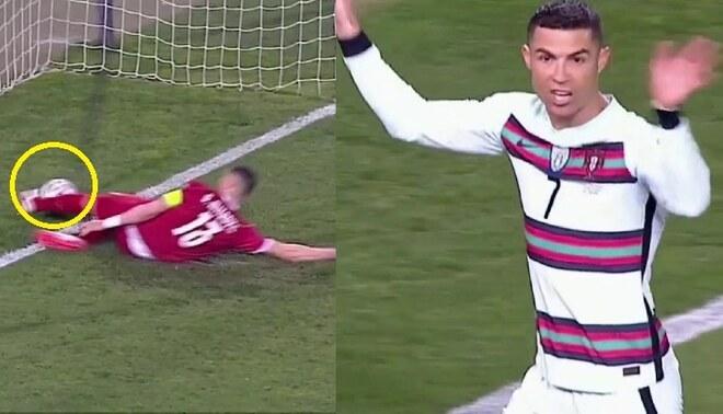 El delantero Juventus acabó reclamándole al árbitro de los Países Bajos.