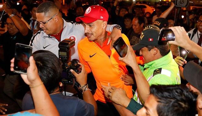Paolo Guerrero y el espectacular recibimiento de la afición