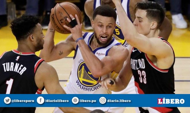 Golden State Warriors contra los Portland Trail Blazers en el Moda Center