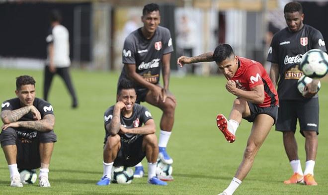 Selección Peruana cumplió su primer entrenamiento en Brasil previo al choque con Venezuela