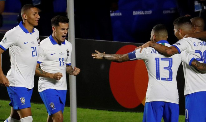 Brasil goleó 3-0 en su debut frente a Bolivia
