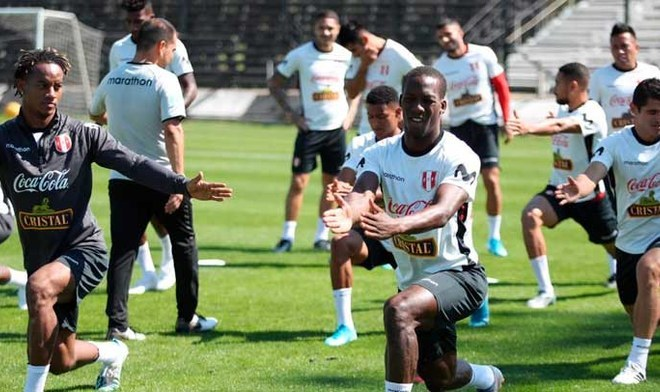 Ricardo Gareca y el equipo que planteó con miras al duelo ante Uruguay