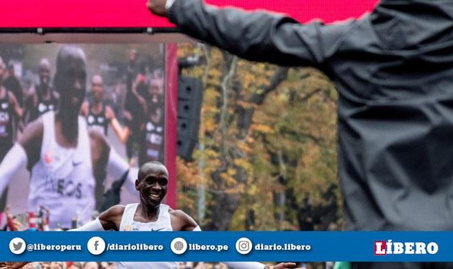 Revive el momento cuando Eliud Kipchoge logró el récord mundial de maratón