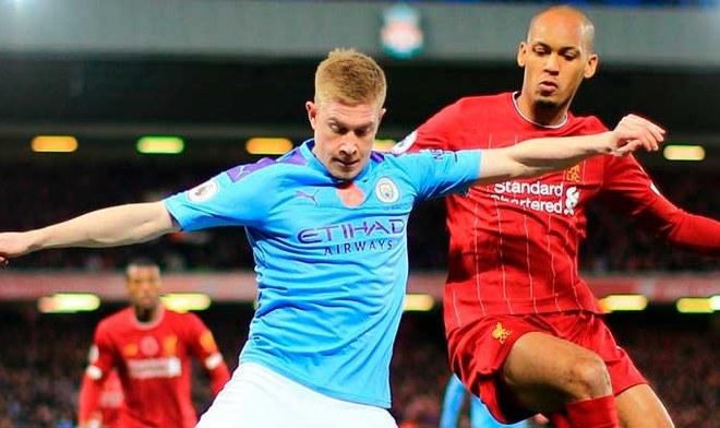 De Bruyne y Fabinho disputan el esférico. Crédito: Manchester City