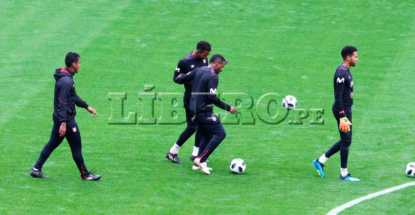 Postales del primer entrenamiento de la selección peruana en el Arena Khimki [FOTOS]