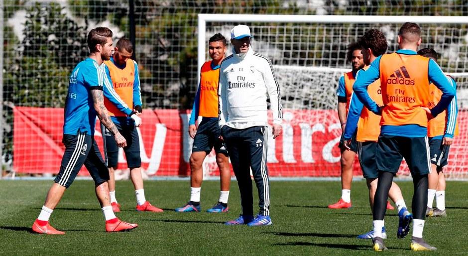 Zinedine Zidane dirigió su primer entrenamiento tras su vuelta como  director técnico │ FOTOS 89aa4a5396949