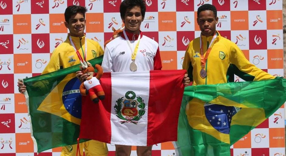 Luis Ángulo medalla de oro, en la categoría de Atletismo